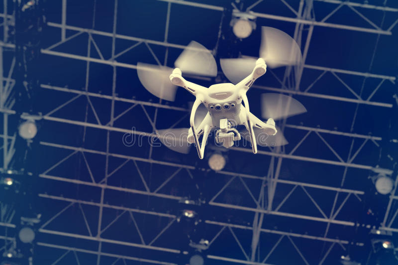Latający trutnia quadrocopter obraz royalty free