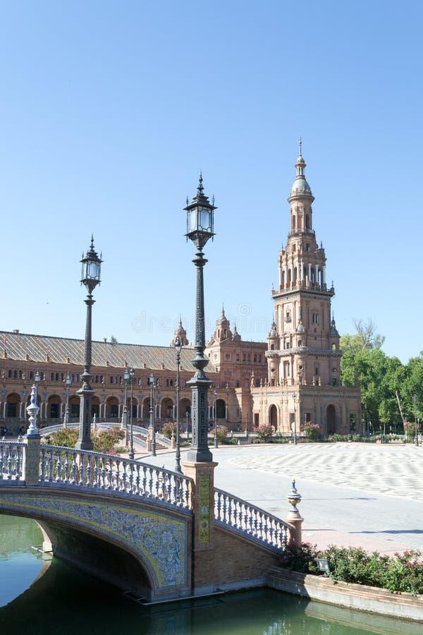 Latarnia i wierza przy Hiszpania kwadratem obrazy stock