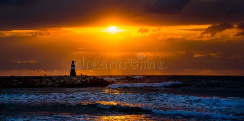 Download Latarnia morska obraz stock. Obraz złożonej z światło - 53781609