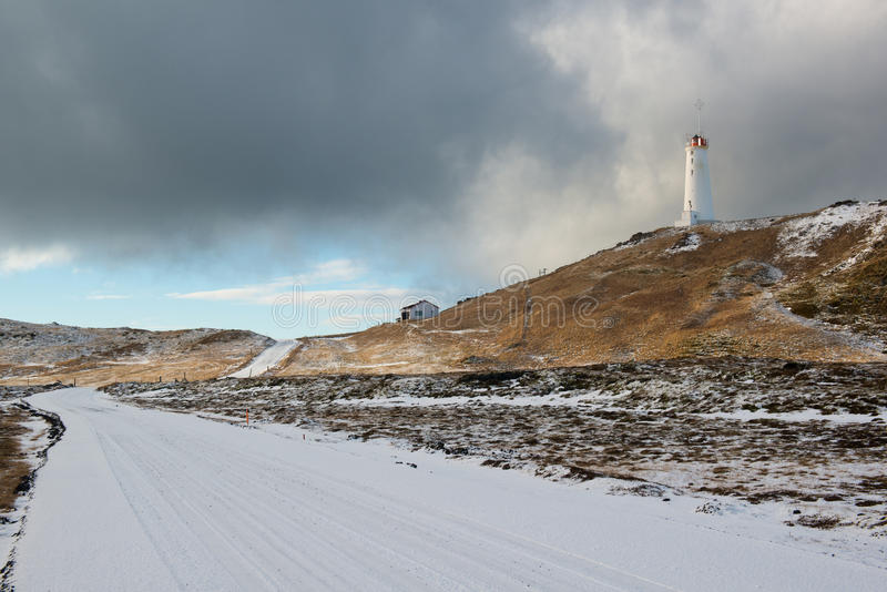 Latarnia morska blisko geotermicznego terenu Gunnuhver przy zimą, Reykjanes półwysep, Iceland obraz royalty free