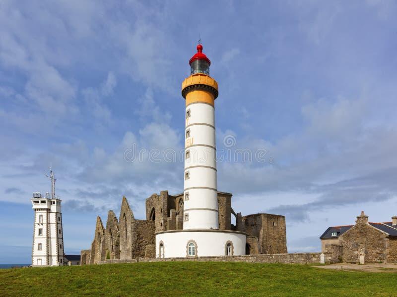 Latarnia morska Mathieu z ruinami opactwo i semafor fotografia royalty free