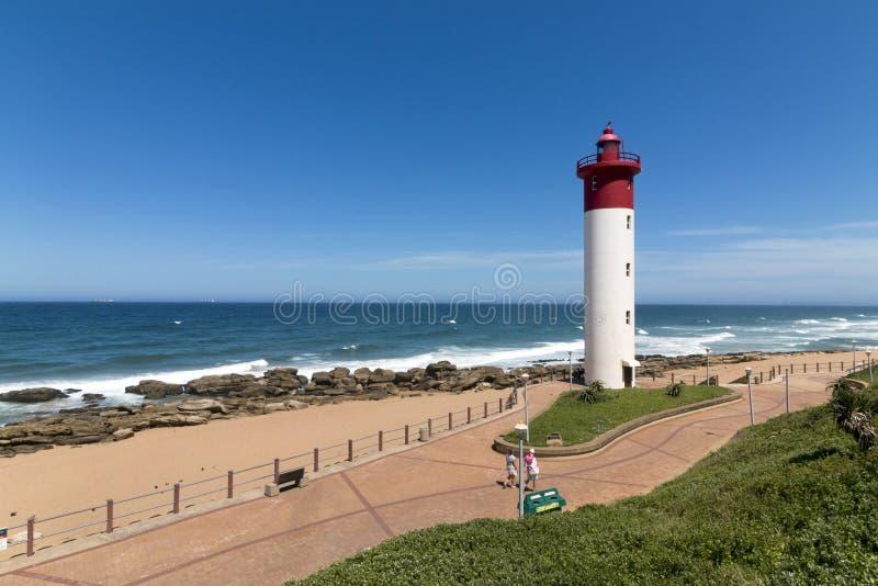 Latarnia morska Przeciw Błękitnemu Chmurnemu Nabrzeżnemu Seascape w Południowa Afryka obrazy royalty free