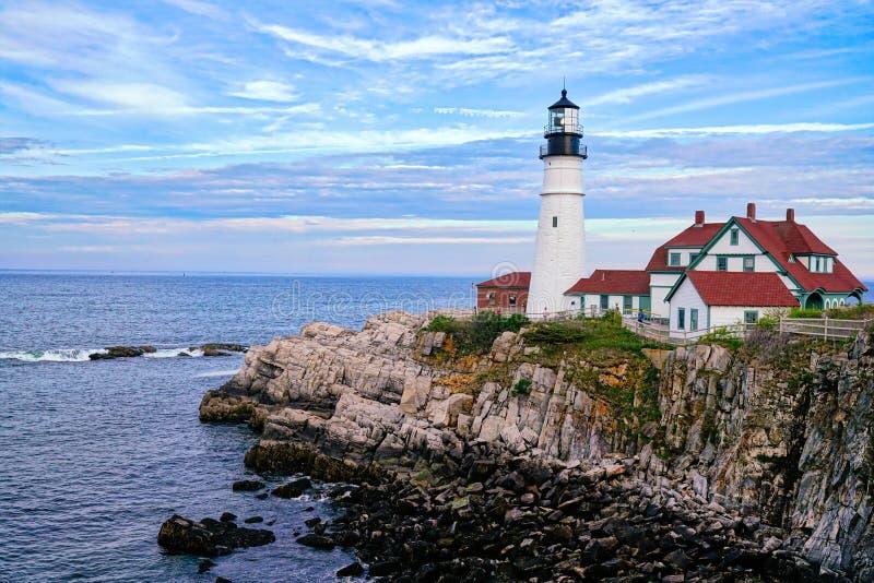 Latarnia morska w Portlandzkim Maine z chłodno światłem obraz royalty free