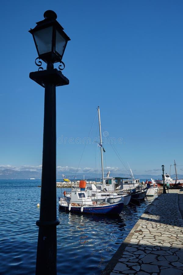 Latarnia uliczna na śródziemnomorskim zmierzchu obraz stock