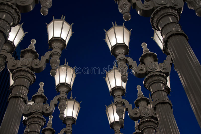 Latarnia uliczna na tle biały niebo fotografia royalty free
