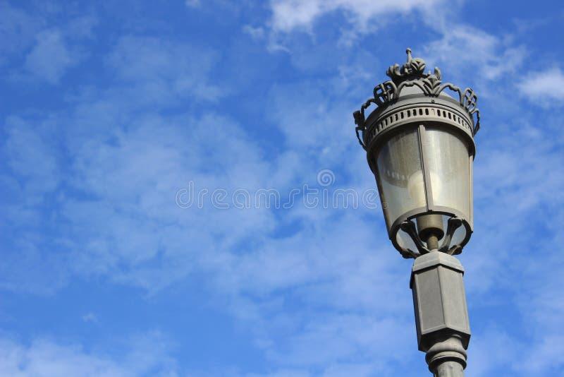 Latarnia uliczna przeciw niebu zdjęcie stock