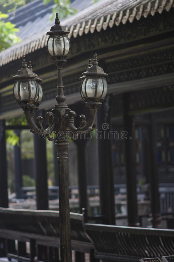 Latarnia uliczna w klasycznym chińczyka ogródzie obraz stock