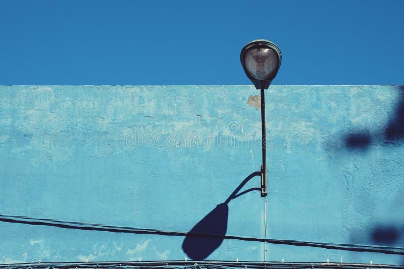 latarnia uliczna w mieście zdjęcia stock