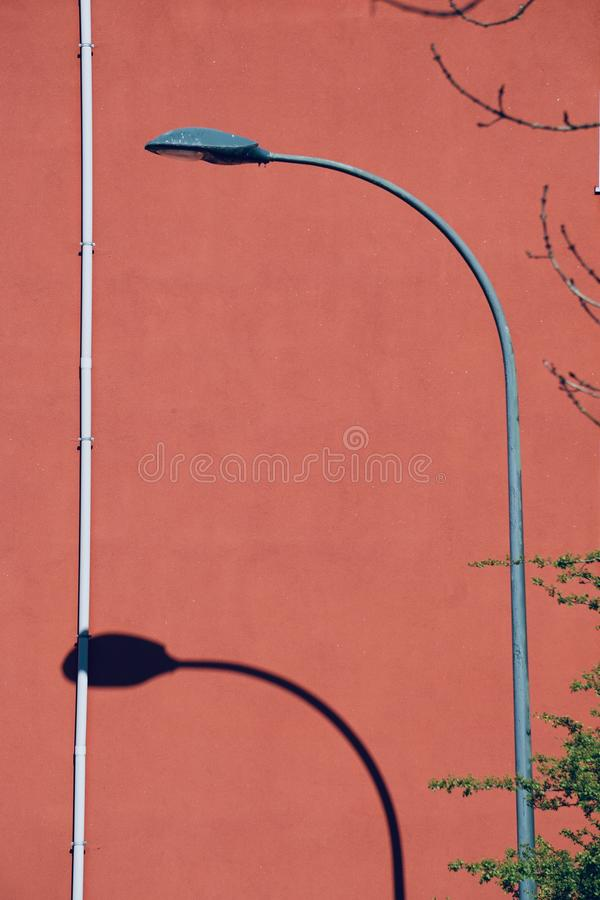 Latarnia uliczna w ulicie w Bilbao mie?cie zdjęcie royalty free