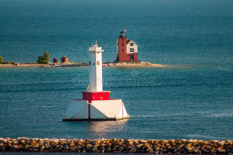 Latarnie morskie stoi zegarek na krawędzi Mackinac wyspy Michigan zdjęcie royalty free