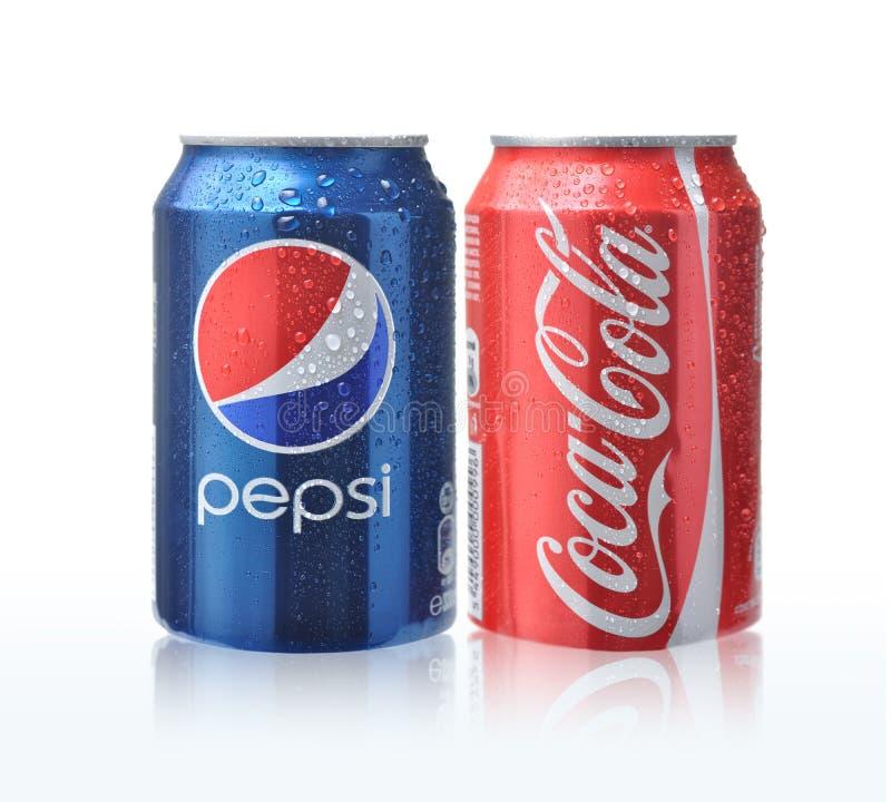 Latas da coca-cola e da Pepsi foto de stock royalty free