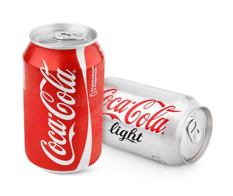 Latas de aluminio de obra clásica y de luz rojas de Coca-Cola fotos de archivo libres de regalías