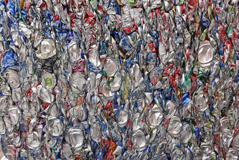 Latas de aluminio machacadas fotografía de archivo