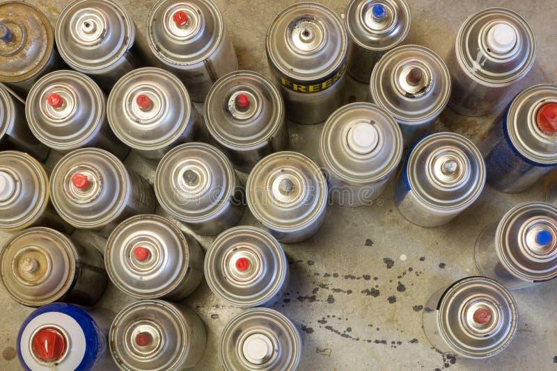 Latas de arriba de la pintura de espray fotografía de archivo