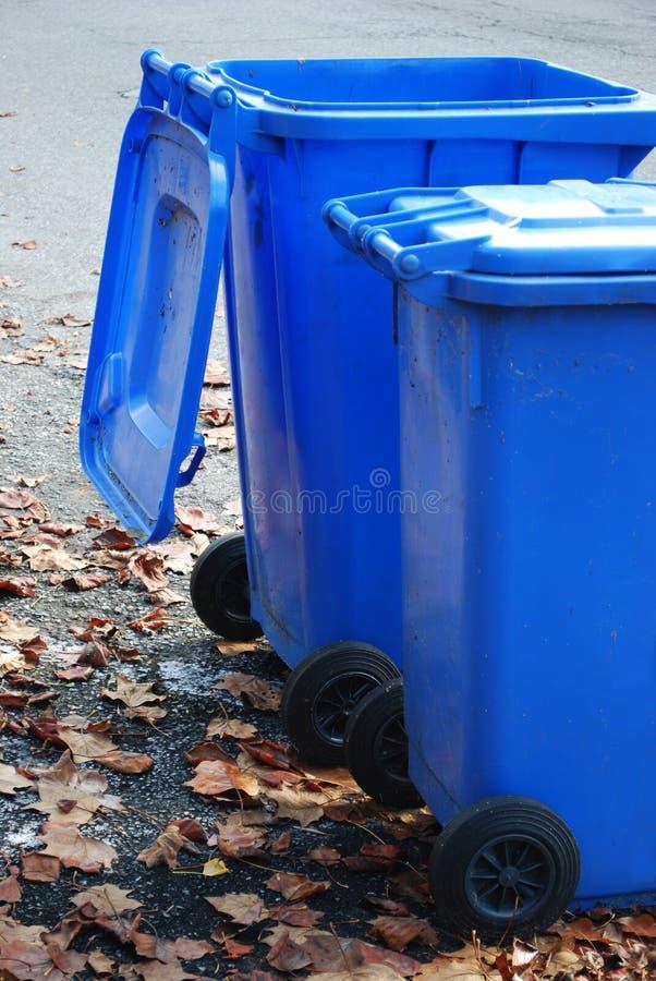 Latas de basura foto de archivo libre de regalías