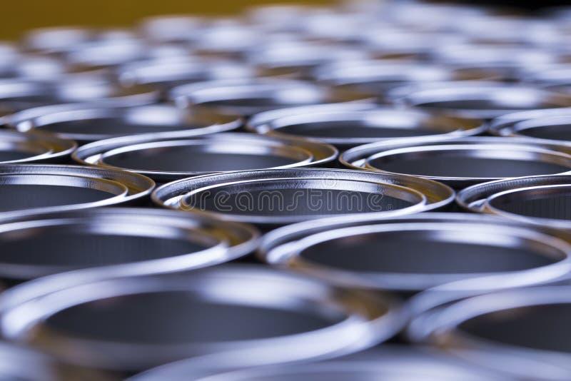 Latas do metal da lata, fundo de pintura imagem de stock