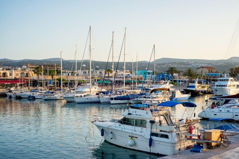 LATCHI - 19 ΜΑΐΟΥ: Γιοτ στο λιμάνι στο λιμάνι στις 19 Μαΐου 2015 στο χωριό Latchi, Κύπρος στοκ εικόνες