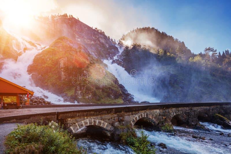 Latefossen - una de las cascadas más grandes de Noruega, Escandinavia imágenes de archivo libres de regalías