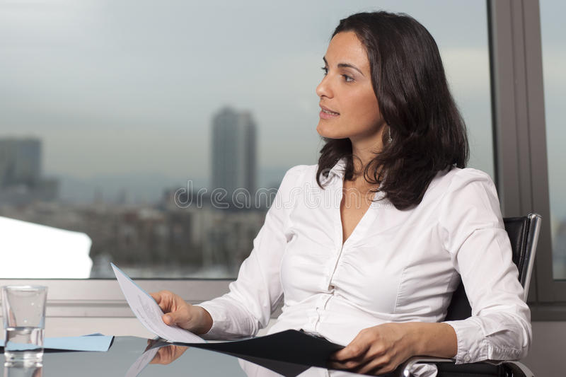 Lateinische Geschäftsfrau stockbild