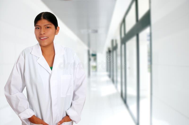 Lateinische hispanische junge Doktorfrau lizenzfreies stockfoto