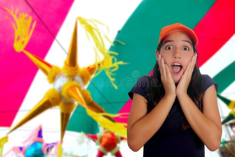 Lateinische jugendlich hispanische Mädchenüberraschungsgeste stockfotos