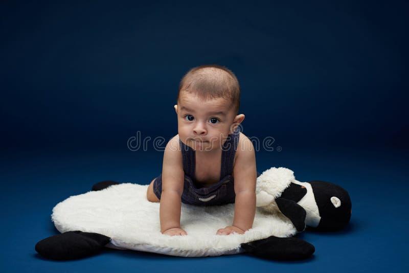 Lateinisches Babyporträt lizenzfreie stockfotos