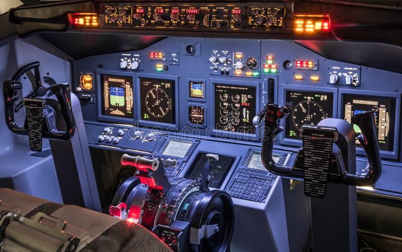 Lateral widok kokpit w domowej roboty lota symulancie fotografia stock