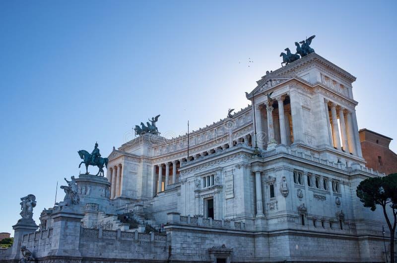 Lateral widok na Altare della Patria budynku w Rzym, Włochy obraz royalty free