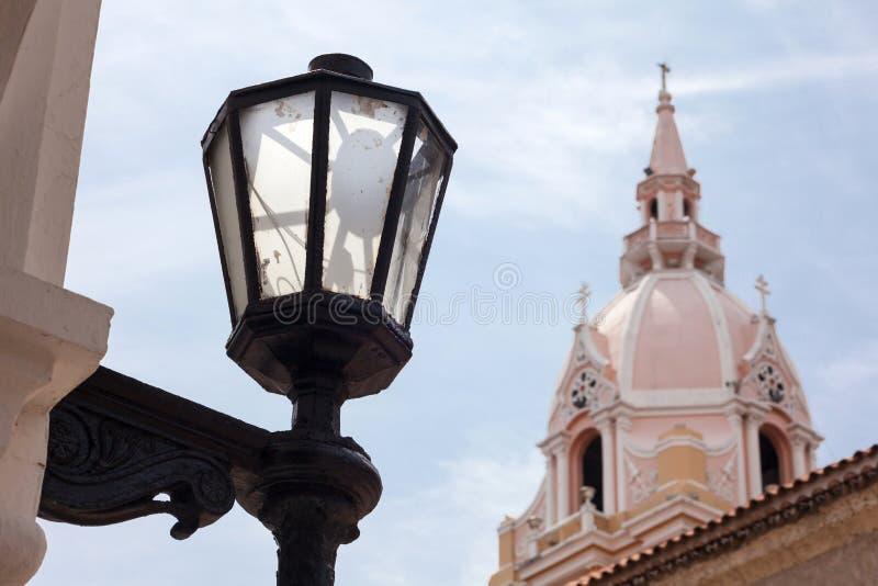 Latern i Wielkomiejska Katedralna bazylika święty Catherine Aleksandria w Cartagena De Indias zdjęcie stock