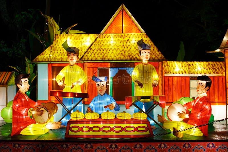 Laterne-Leistung (Malaiianer) stockbild