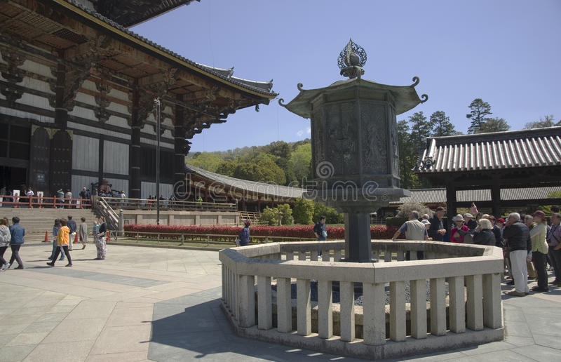 Laterne in Todaiji-Tempel, Nara, Japan stockfotografie