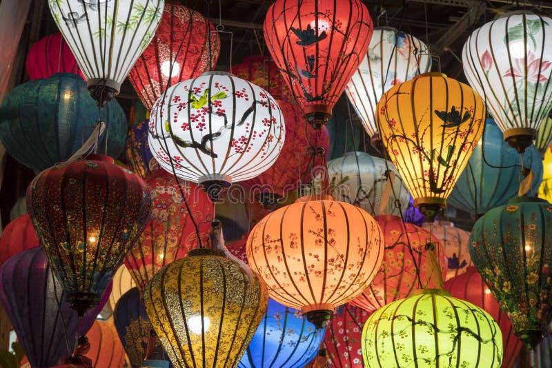 Laternen in einem Geschäft in der alten Stadt Hoi An lizenzfreies stockbild
