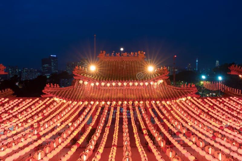 Laternenanzeige des traditionellen Chinesen in Tempel Thean Hou illumin stockfotografie