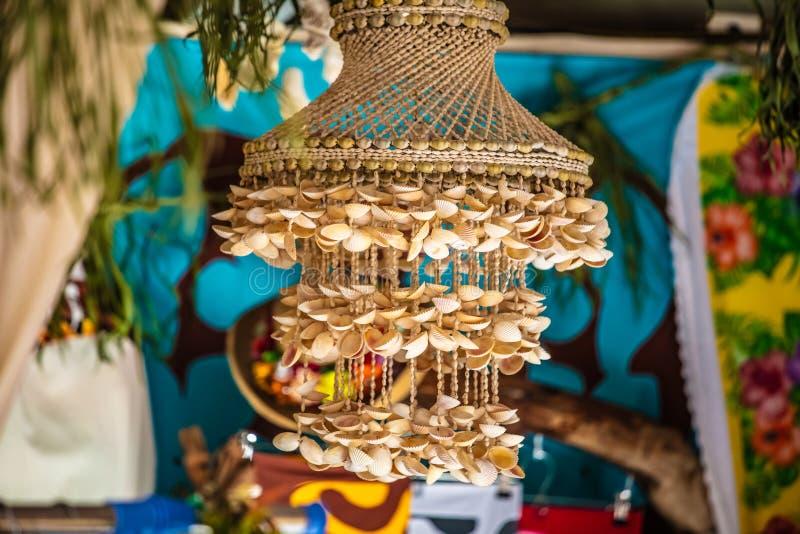 Laternenpfahl in den Oberteilen von Tahiti stockfoto