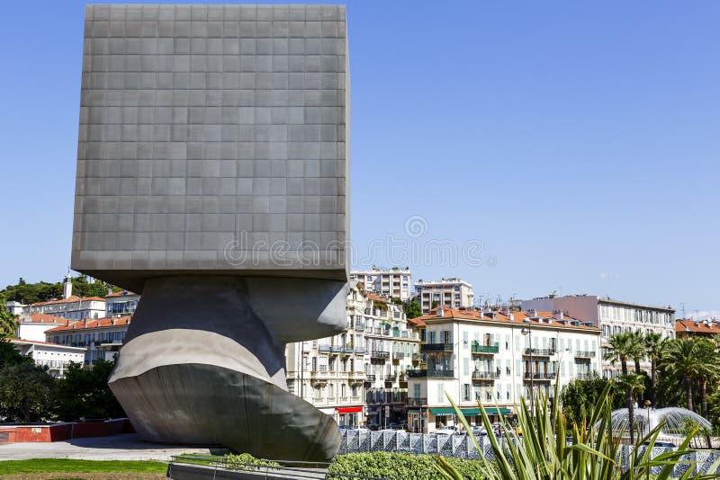 LaTete Carree skulptur i Nice, Frankrike royaltyfri fotografi