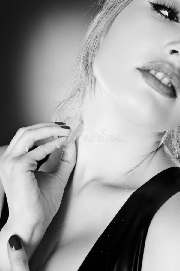 Latex de port de femme photo libre de droits
