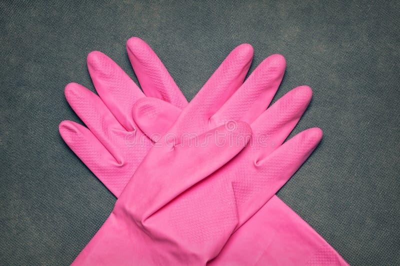 Latex-Handschuhe für das Säubern lizenzfreies stockbild