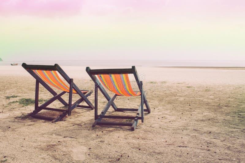Lathund två på stranden, havet och himlen fotografering för bildbyråer