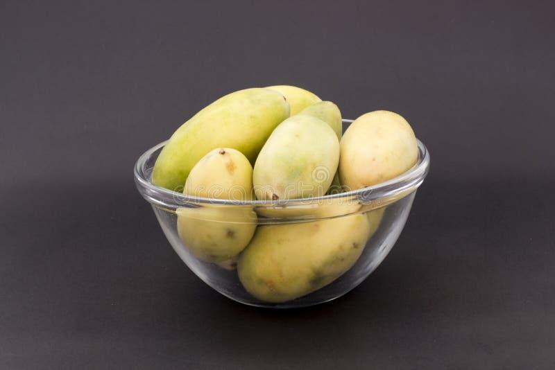 Latijns-Amerikaans fruit genoemd banaan passionfruit (lat Passiebloemtripartita) (in Spaanse meestal tumbo, curuba, taxo royalty-vrije stock fotografie