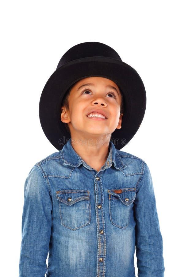 Latijnse grappige jongen met zwarte hoge zijden royalty-vrije stock fotografie