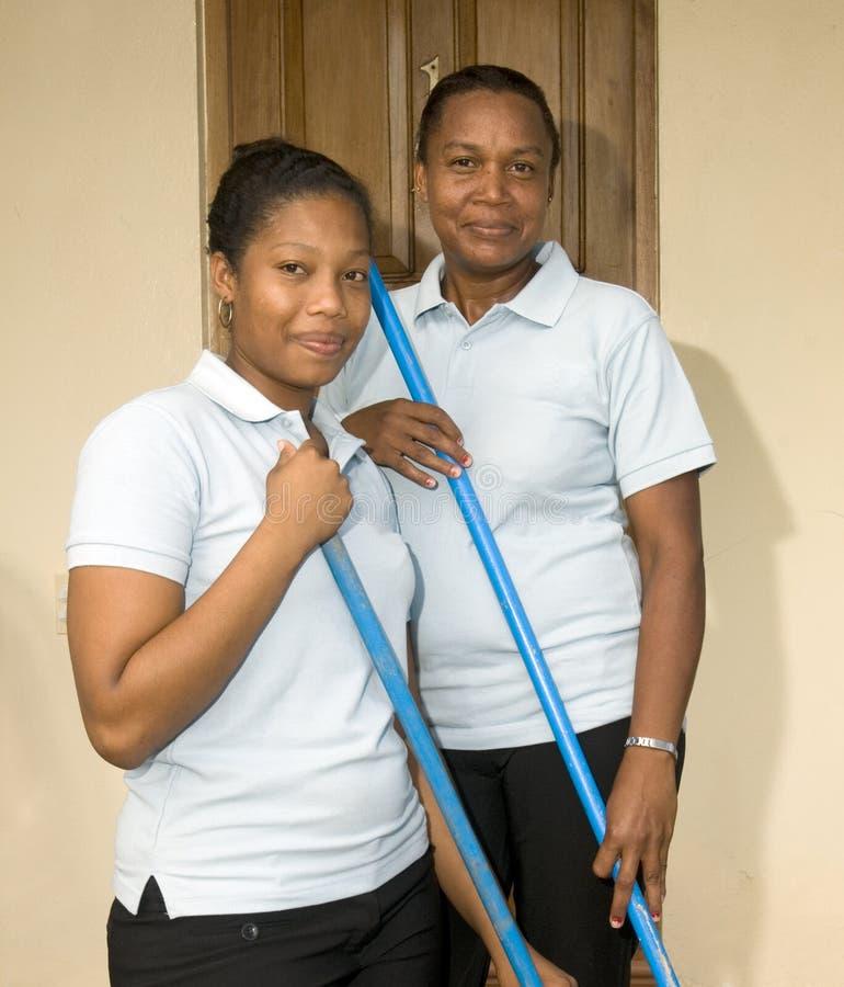 Latijnse huishoudster schoonmaaksters bij het Eiland Nicaragua van het toevluchtgraan stock afbeeldingen