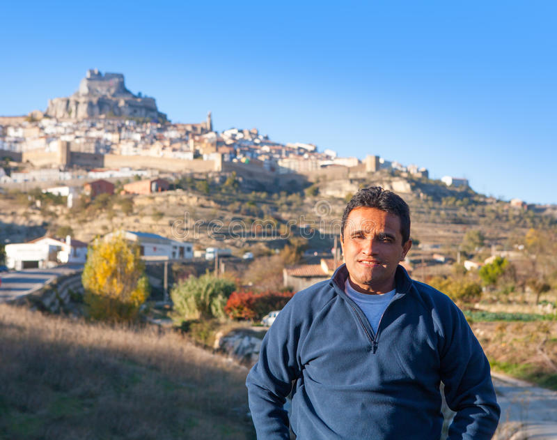 Latijnse toerist in Spanje in Morella in Valencian gemeenschap royalty-vrije stock afbeelding