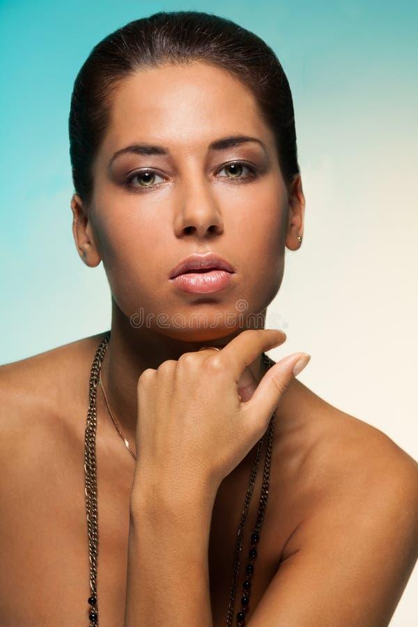 Latina que mira belleza de la mujer foto de archivo libre de regalías