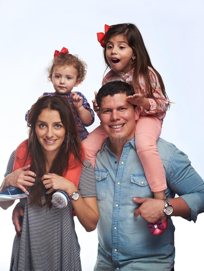 Latinamerikansk familj av fyra royaltyfria bilder