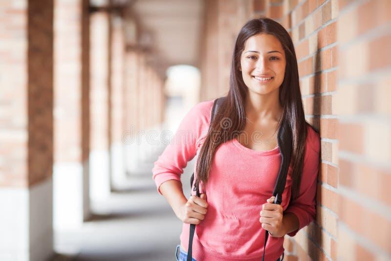 Latinamerikansk högskolestudent arkivfoton