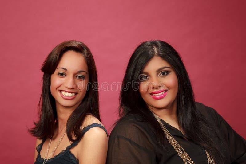 latinamerikanskt indiskt le för flicka arkivfoto