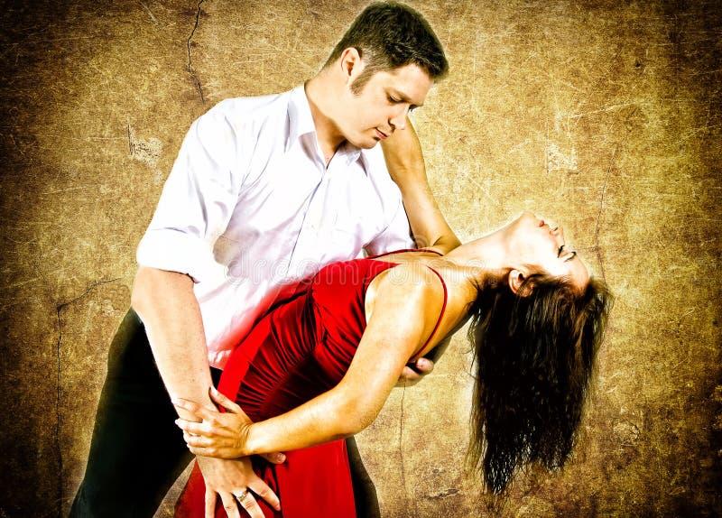 Latino da dança dos pares foto de stock royalty free