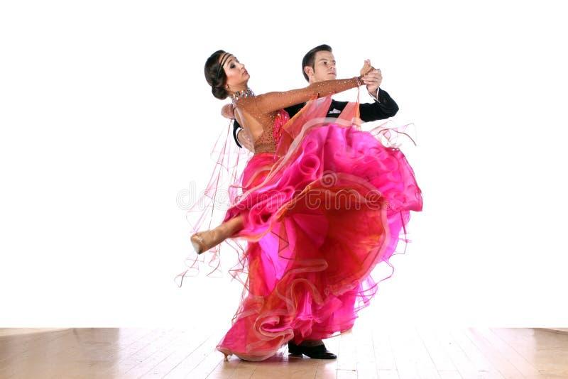 Latino dansers in balzaal stock afbeeldingen