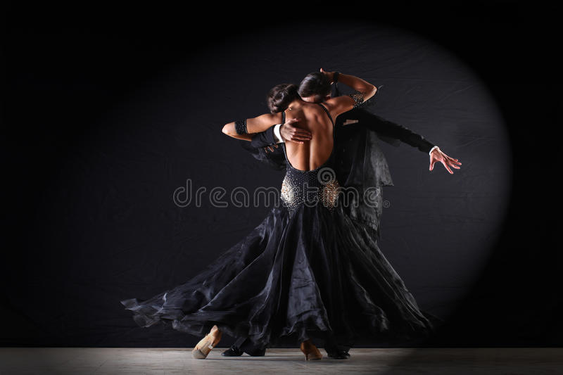 Latino dansers in balzaal stock foto