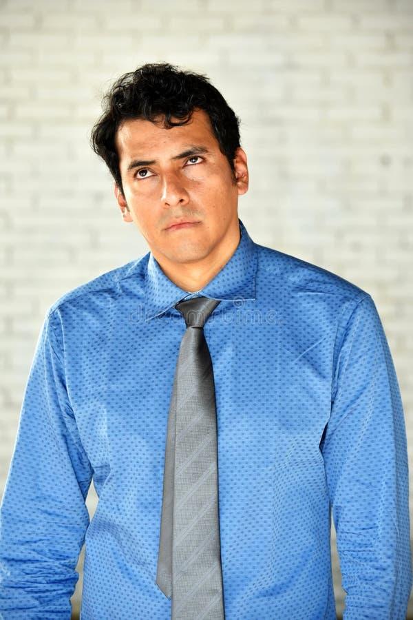 Latino-Geschäftsmann und Apathie stockfotografie
